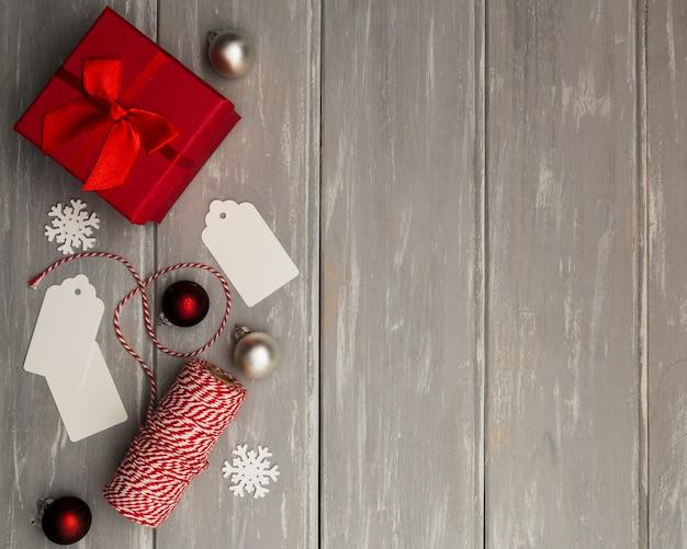 Cadre plat avec cadeau et espace de copie
