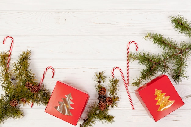 Cadre plat avec cadeaux et bonbons