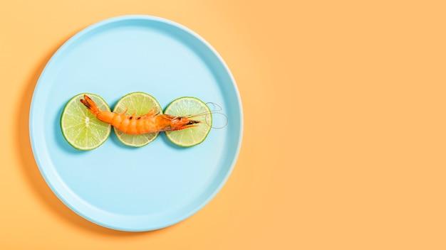 Cadre plat avec crevettes et espace de copie