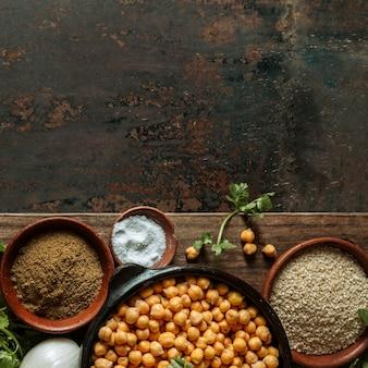 Cadre plat de nourriture juive savoureuse