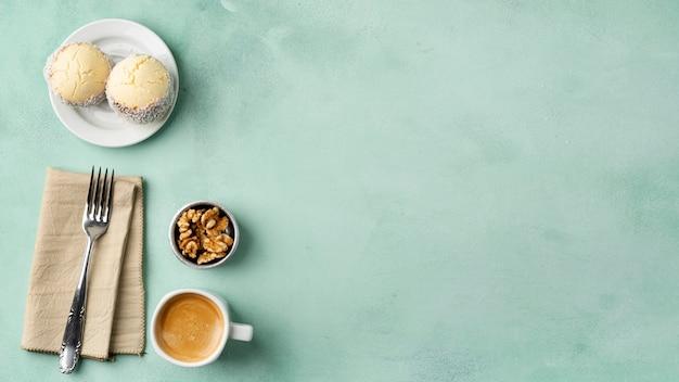 Cadre plat avec petit-déjeuner et espace de copie