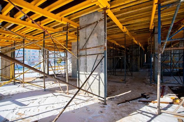 Cadre pour la construction monolithique d'un immeuble d'appartements