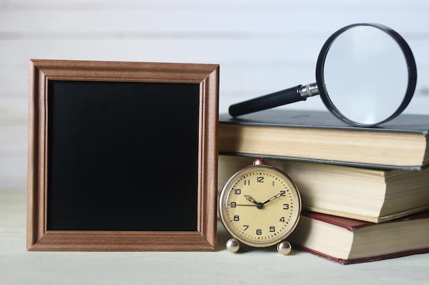 Cadre pour manuels et montre