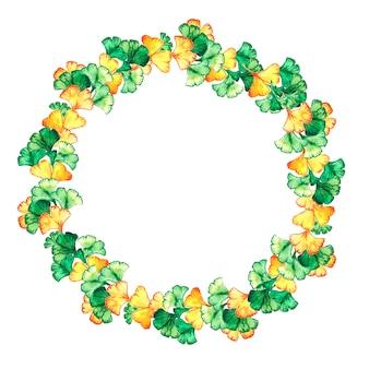 Cadre rond de feuilles jaunes et vertes de ginkgo biloba.
