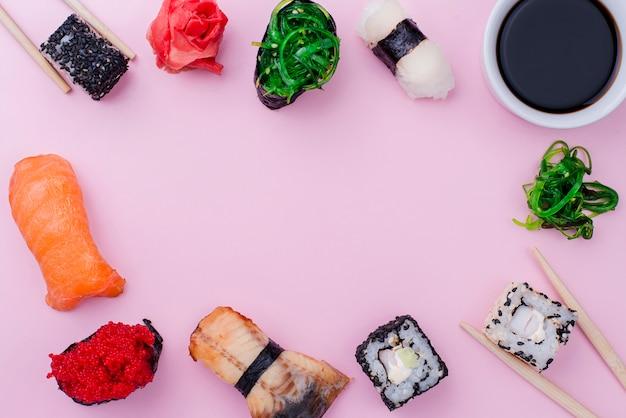 Cadre de rouleaux de sushi avec souce