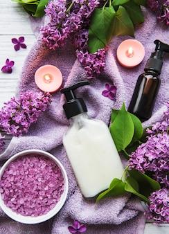 Cadre spa avec fleurs lilas