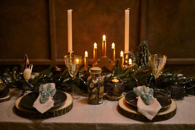 Cadre de table de noël et décorations de nuit de vacances.