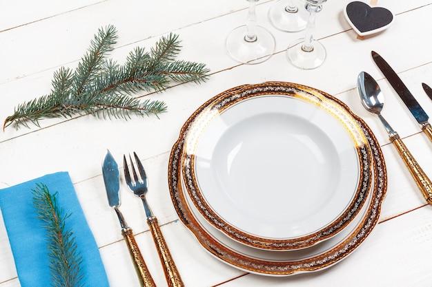 Cadre de table de noël rustique et élégant d'en haut