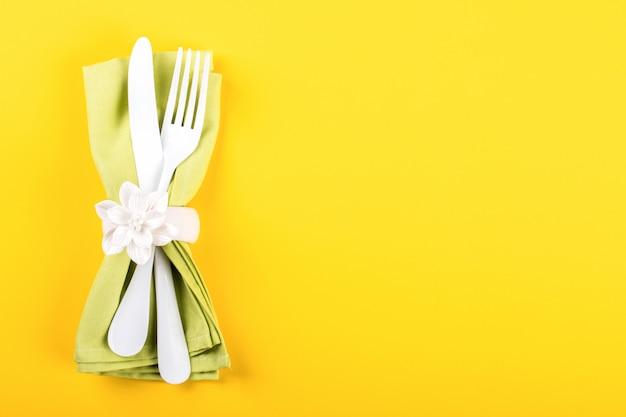 Cadre de table de printemps. heureux concept de pâques
