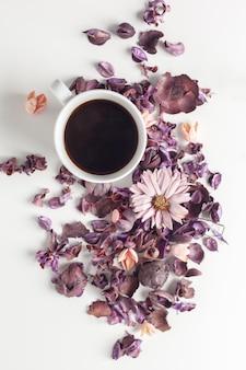 Cadre de table de thé délicat le matin