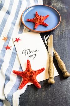 Cadre de thèmes marins sur table rustique