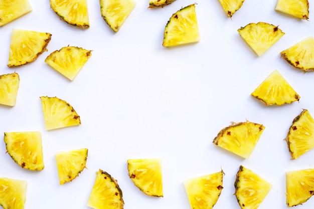 Cadre en tranches d'ananas frais.