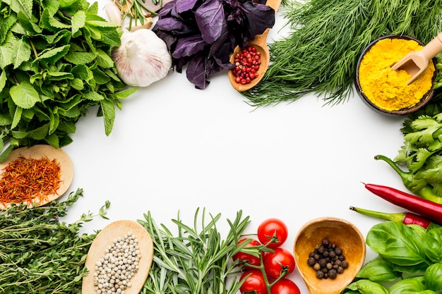 Cadre de verts et de condiments