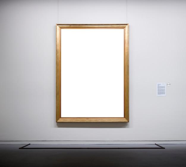 Cadre vide dans le musée
