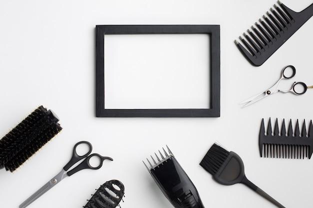 Cadre vide avec des fournitures de cheveux