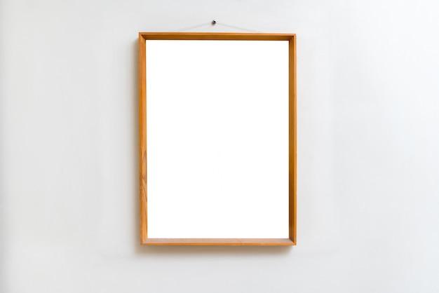 Cadre vide vide dans la galerie d'art. exposition de musée blanc