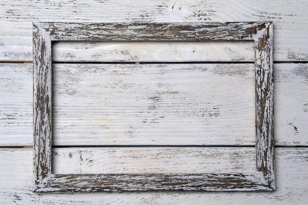 Cadre vintage sur table en bois