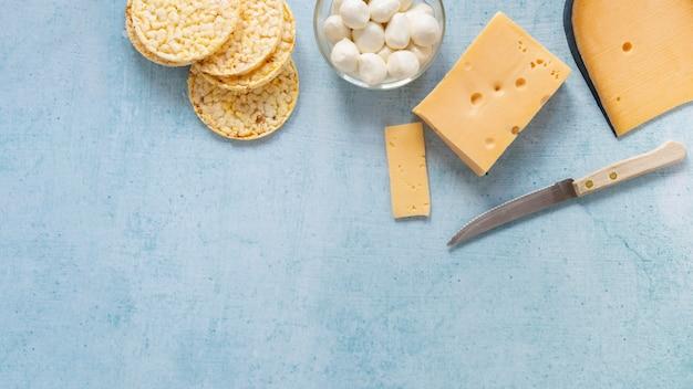 Cadre de vue ci-dessus avec des produits laitiers