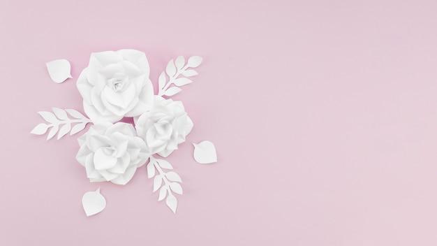 Cadre vue de dessus avec des fleurs blanches et copie-espace