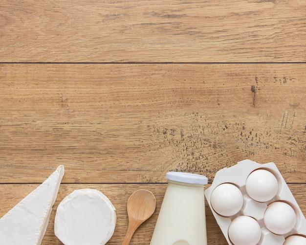 Cadre vue de dessus avec des produits laitiers