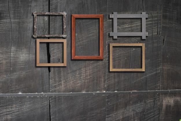 Cadres photo vintage sur un mur en bois pour intérieur ou arrière-plan.