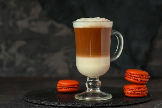 Café au lait et des bonbons