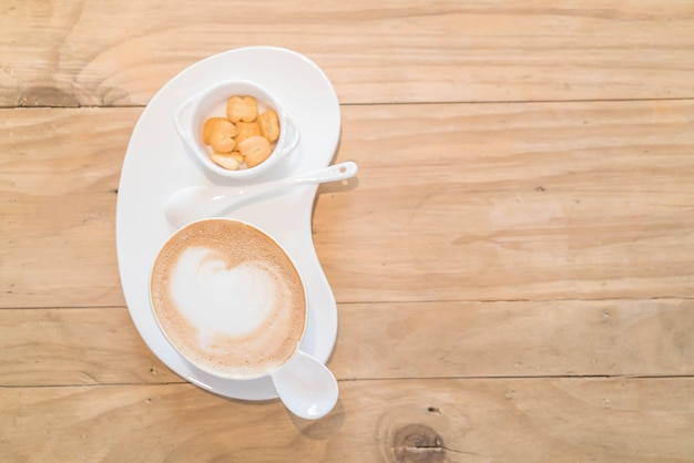 Café au lait chaud au magasin