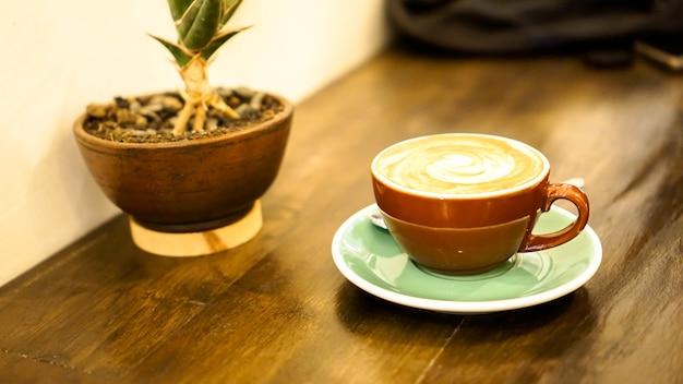 Le café au lait est une boisson à base de café à base d'espresso et de lait cuit à la vapeur