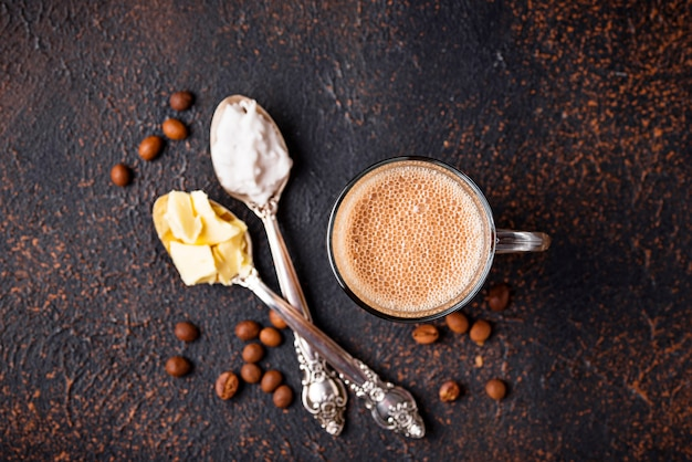 Café bulletproof. boisson cétogène à faible teneur en glucides