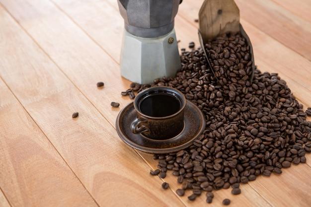 Café avec cafetière et cuillère