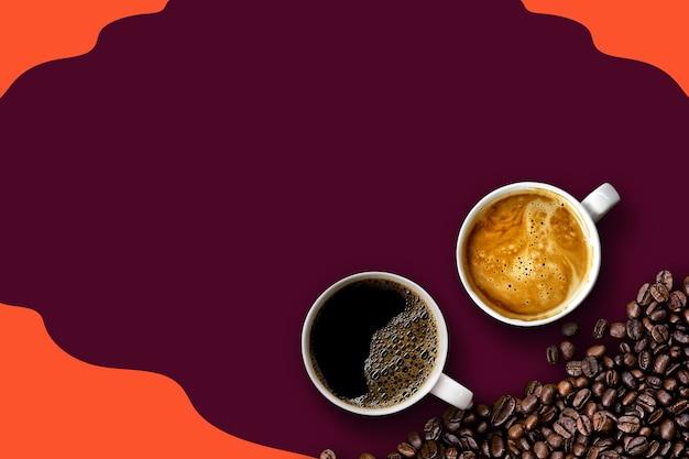 Café chaud et haricots sur fond violet et orange. maquette et modèles pour créer des voeux, des cartes, des magazines, des couvertures, des affiches et des bannières, etc., un espace pour le texte. vue de dessus. mise à plat