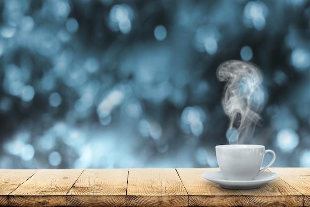 Café chaud sur la table sur fond d'hiver