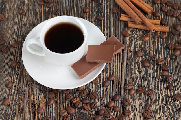 Café avec un chocolat