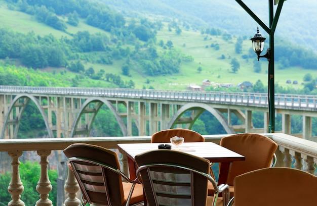 Café dans les montagnes