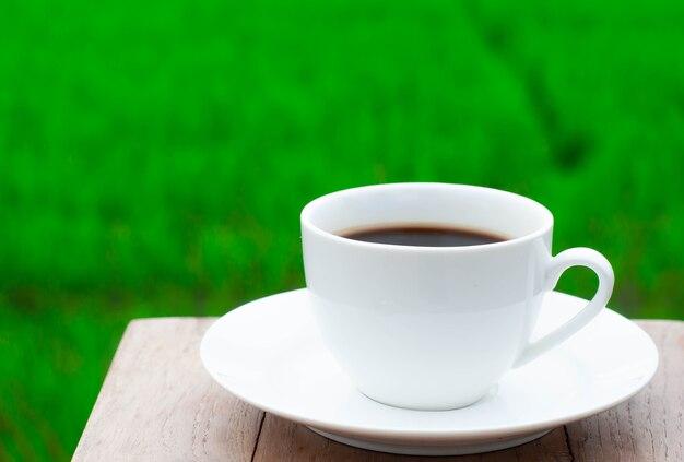 Café du matin avec une atmosphère rafraîchissante. avant d'aller au travail