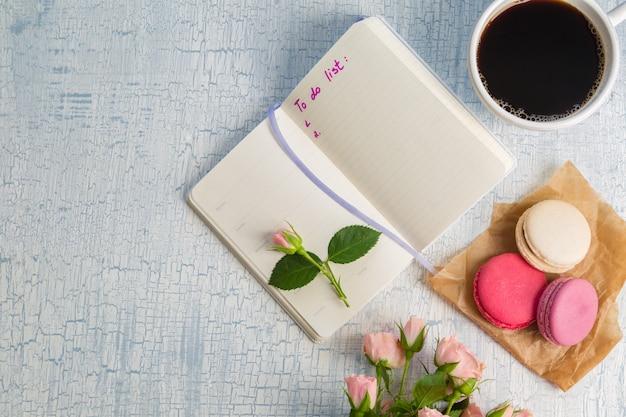Café du matin et fleurs