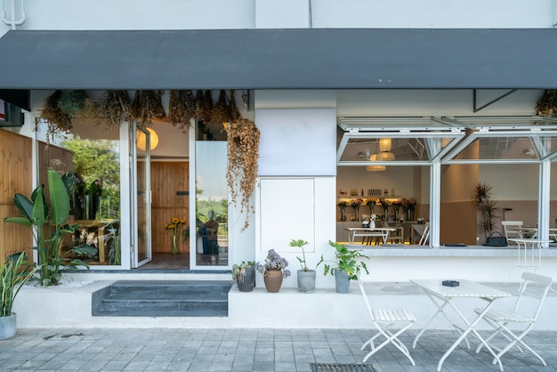 Café élégant dans la rue