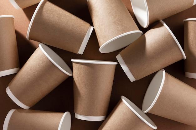 Café à emporter vue de dessus de tasses en carton