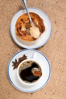 Café expresso et crème aux oeufs