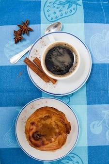 Café expresso et crème pâtissière aux œufs
