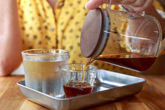 Café filtre, cafetière, café noir le matin