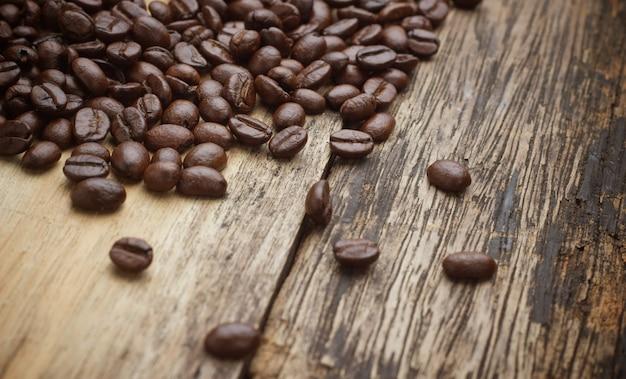 Café sur fond en bois grunge