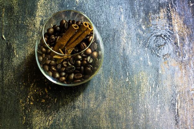 Café sur fond en bois