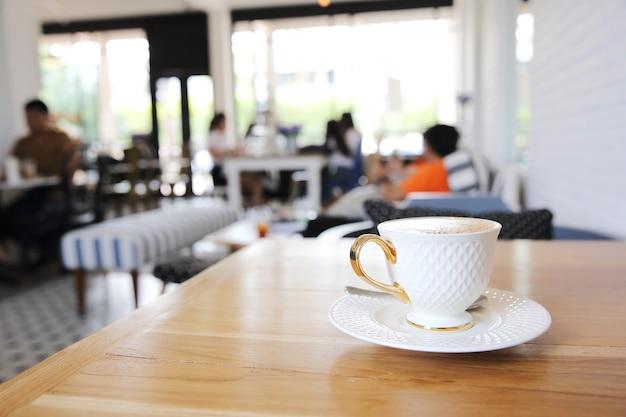 Café sur fond de bois
