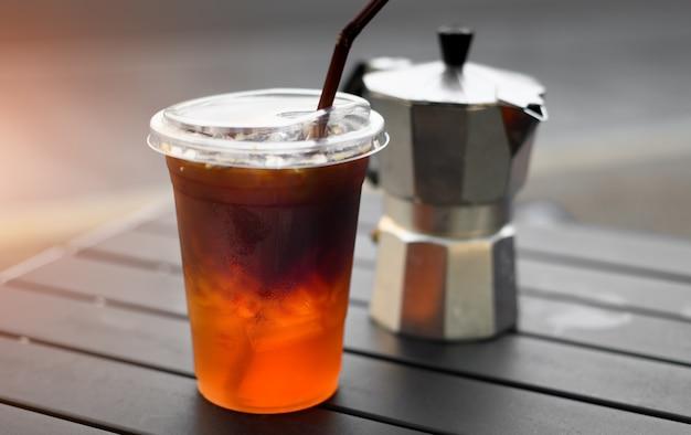Café glacé americano en verre plastique