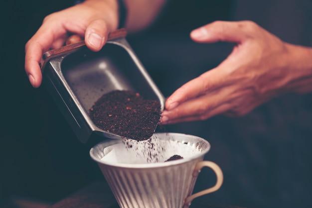 Café en grains pour le café au goutte à goutte, filtre vintage image