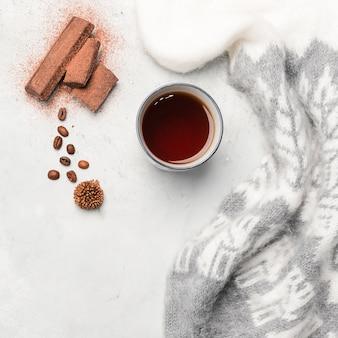 Café en grains et thé plat poser
