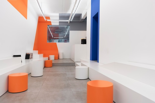 Café moderne au design contemporain