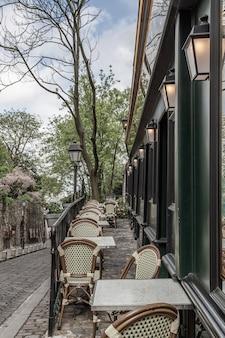 Café à paris dans le quartier de montmartre