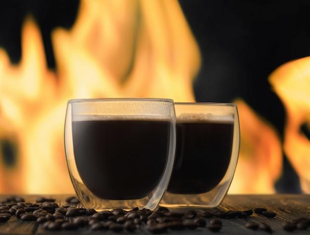 Café près de la cheminée